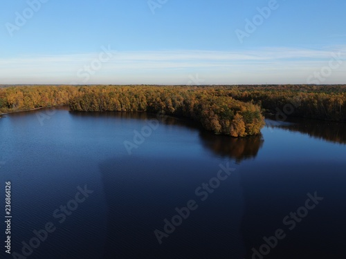 Herbst am See mit Insel