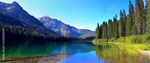 HIgh Lake near Cle ELum with mountains and pine trees wutg beach. - 236926340