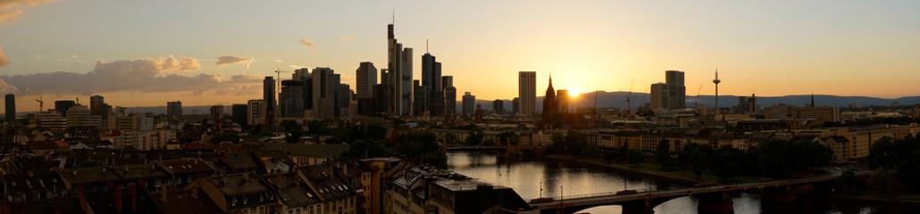 Panorama Hintergrund mit Frankfurt am Main Skyline © Robert Kneschke