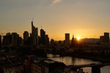 Sonnenuntergang mit Skyline von Frankfurt am Main