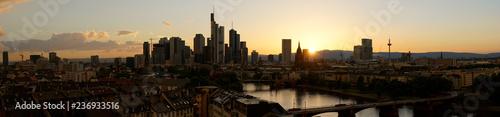 Panorama Hintergrund mit Frankfurt am Main Skyline - 236933516