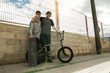Quadro Lifestyle of young people with skateboarding and bmx