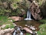 Petite cascade sur le chemin pour Huchuy Qosqo