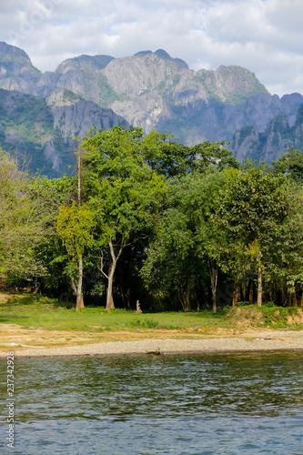 jezioro w górach, zdjęcie cyfrowe zdjęcie jako tło