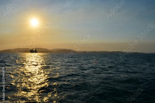 Statek wycieczkowy w zmierzchu - Australia