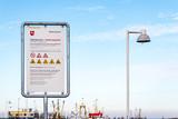 Verbotsschild in einem Fischerhafen an der Nordsee