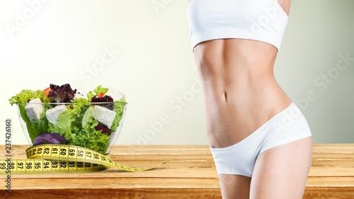Młoda kobieta, pasuje, koncepcja utraty wagi
