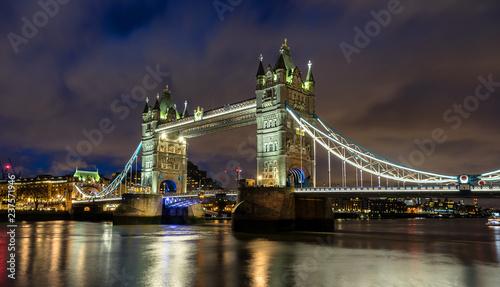 mata magnetyczna Tower Bridge in the city ofLondon