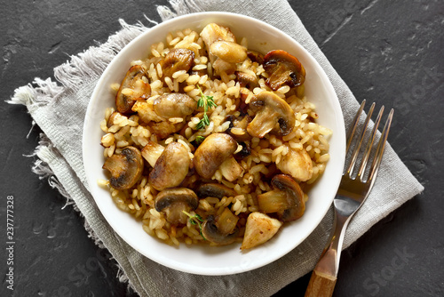 Risotto with mushrooms - 237777328