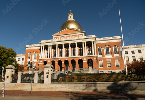 Leinwanddruck Bild Front Bulfinch Entrance Massachusetts State House Capital Building Boston
