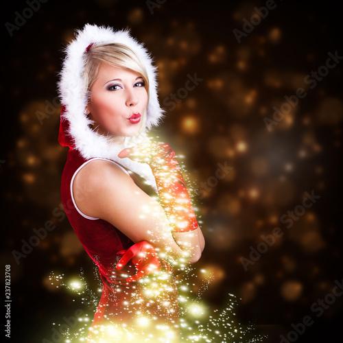 Leinwanddruck Bild attraktive Miss Santa pustet Sternenstaub