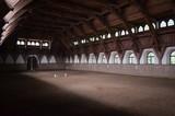 Fototapeta Horses - Kryta ujeżdżalnia koni, Stajnie Książ, Dolny Śląsk © Ewa