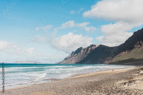 ocean mountain © Sophie Nora Keil