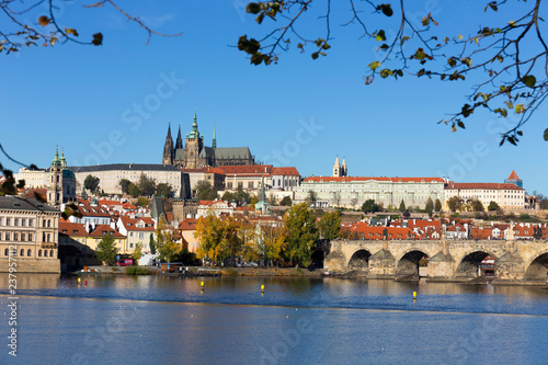 obraz lub plakat Colorful autumn Prague gothic Castle and Charles Bridge with the Lesser Town in the sunny Day, Czech Republic