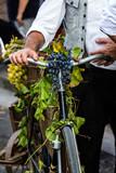 QUARTU S.E., ITALIA - SETTEMBRE 15, 2018: Sfilata di costumi sardi e carri per la sagra dell'uva in onore dei festeggiamenti di Sant'Elena. - Sardegna - 237999138