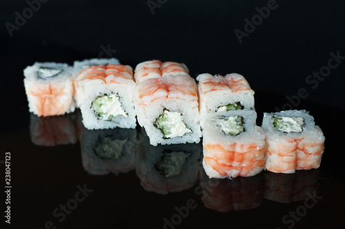 Roll with shrimp and soft cheese