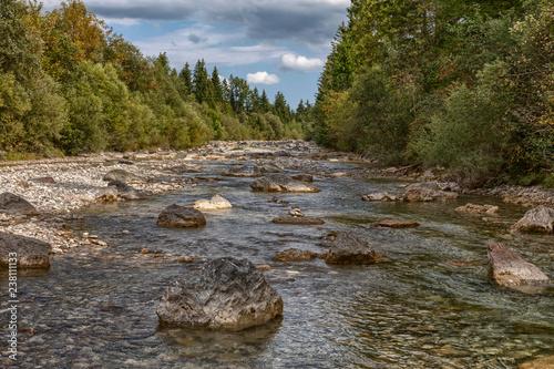 Foto Murales Der Halblech ein naturbelassener Fluss nahe Füssen