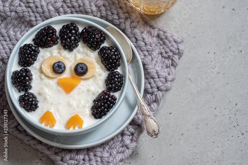 Leinwanddruck Bild Funny kids breakfast porridge with berries