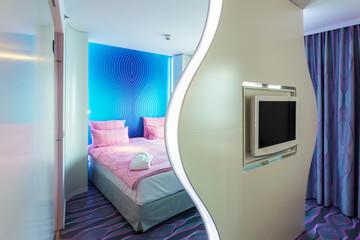 Hotelzimmer mit Raumtrenner