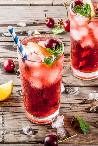 Leinwanddruck Bild Cherry cola lemonade or mojito