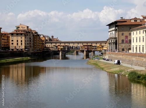 Foto Murales Ponte Vecchio, puente medieval sobre el río Arno en Florencia, Italia.