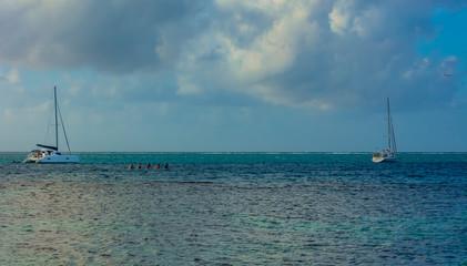 bateaux sur le lagon © alexa