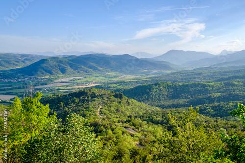 Vue panoramique sur la vallée de La Durance depuis plateau de Valensole. Alpes de Haute Provence. France.