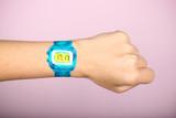 часы нарисованные на женской руке есть место для надписи