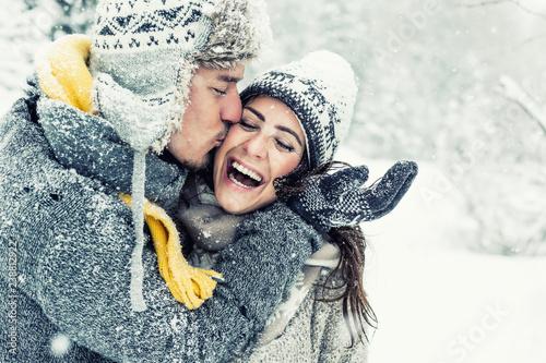 Leinwanddruck Bild happy love couple in winter