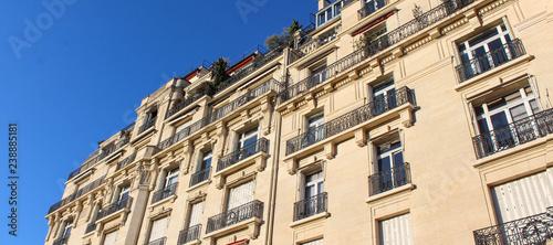 Paris / Façade d'immeuble haussmannien  - 238885181