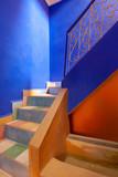 buntes marokanisches Treppenhaus mit Kacheln