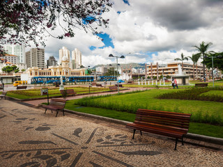 Benches in a square and blue sky in the city of Belo Horizonte © Edson