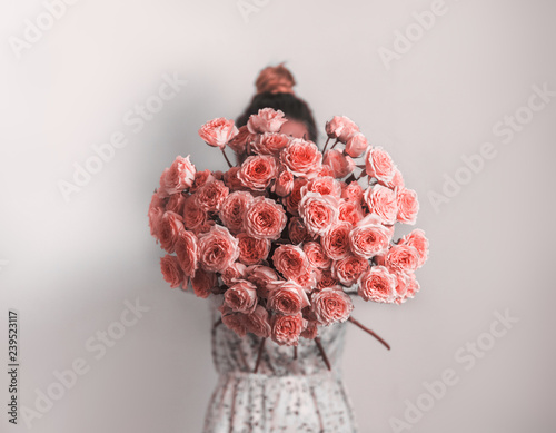 Leinwanddruck Bild Bouquet in female hands. Bunch of Living Coral roses. Color of year 2019 Living Coral concept.