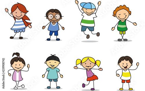 Gruppe glückliche kinder spielen und tanzen  - 239908742