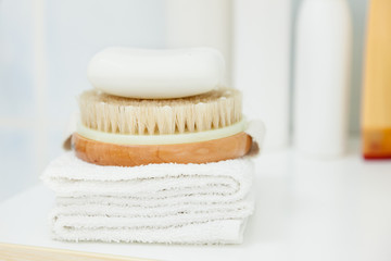 Clean towel, brush and soap © Voyagerix