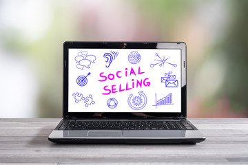Social selling concept on a laptop screen © thodonal