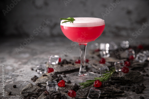 Alcoholic or non-alcoholic grapefruit, citrus, berry cocktail with liqueur, vodka, champagne or martini. Cool drink. Easy Bartenders Recipes and Ideas