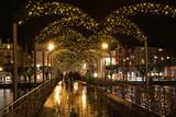 Fussgängerbrücke mit Weihnachtsbeleuchtung, Luzern, Schweiz