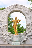 Statue of Johann Strauss in Vienna Stadtpark.. - 240804194