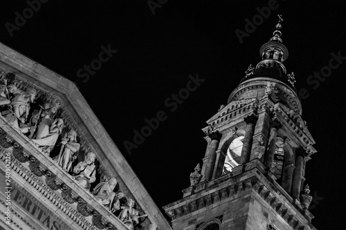 mata magnetyczna Budapest Church night
