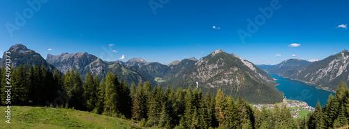 Achensee und Karwendel Gebirge Panorama, Tirol / Österreich - 240991373