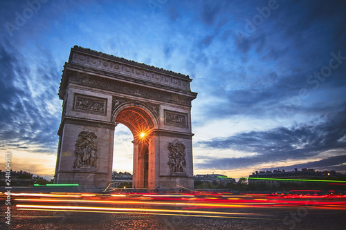 obraz PCV Beautiful view of triumphal arch with traffic lights