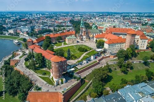 Zamek Wawel z katedrą. Kraków, zdjęcie z drona