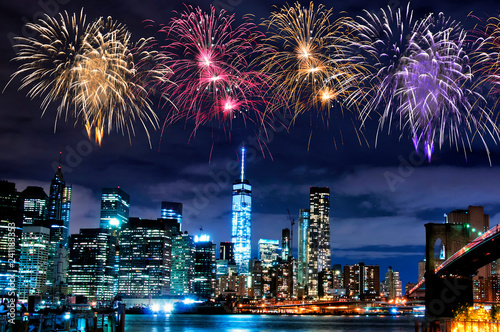 Foto Murales Fireworks over New York City skyscrapers