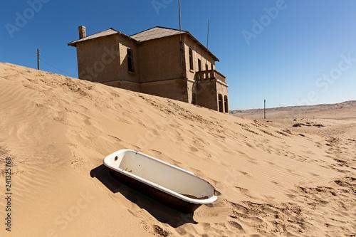 Bañera en Ghost Town en Luderitz, Namibia.