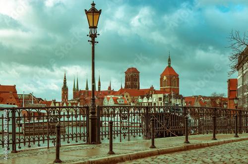 obraz PCV Gdańsk, panorama miasta w pochmurny dzień.