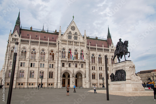 mata magnetyczna Parlamentsgebäude in Budapest mit Reiterdenkmal