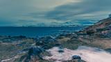 Fototapeta Fototapety góry  - Complètement à l'ouest de l'île de Tromsø ! © Ludo