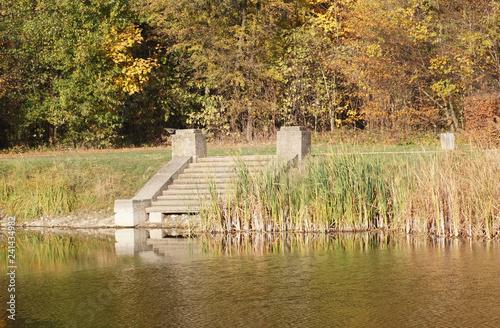 Blick auf den Viereck Teich im Georgengarten Dessau Roßlau © zeralein