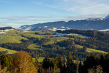 Berge-Wiesen-Tal